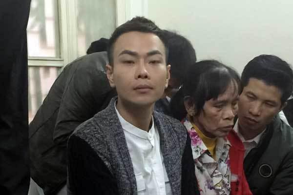 Châu Việt Cường chắp tay xin lỗi mẹ cô gái xấu số-5