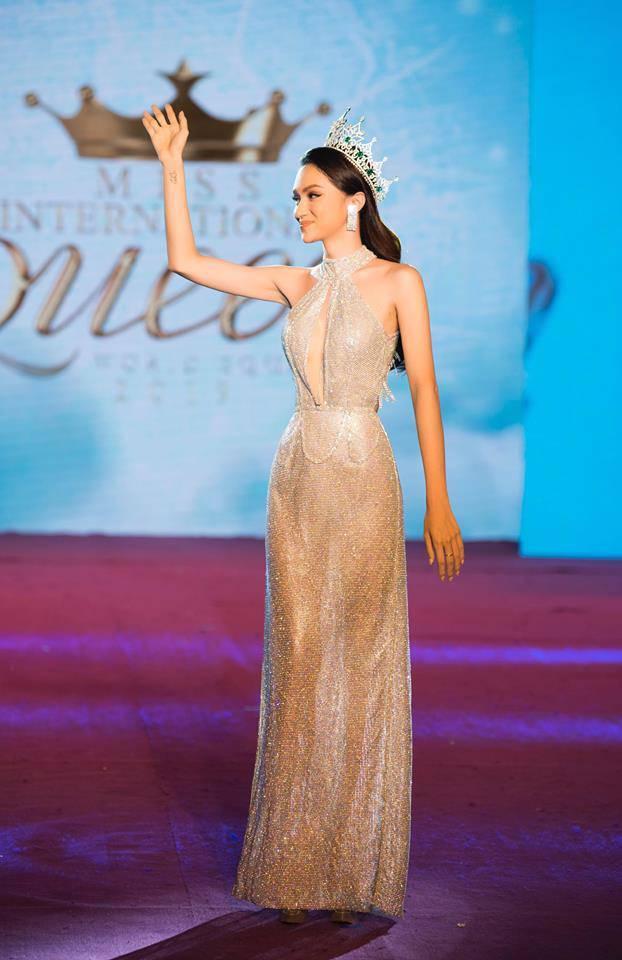 Những khoảnh khắc đẹp tựa nữ thần giúp Hương Giang càn quét dàn mỹ nhân trong nước và quốc tế-6
