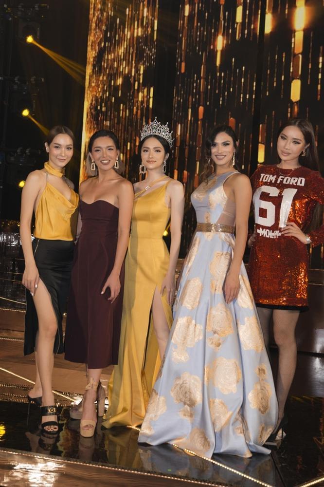 Những khoảnh khắc đẹp tựa nữ thần giúp Hương Giang càn quét dàn mỹ nhân trong nước và quốc tế-2