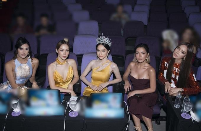 Những khoảnh khắc đẹp tựa nữ thần giúp Hương Giang càn quét dàn mỹ nhân trong nước và quốc tế-3