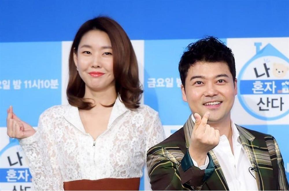 Mợ chảnh Jeon Ji Hyun để mặt mộc mà vẫn nổi bần bật tại sân bay-4