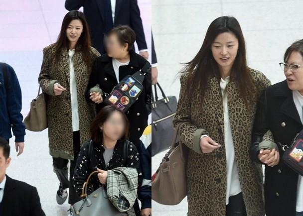 Mợ chảnh Jeon Ji Hyun để mặt mộc mà vẫn nổi bần bật tại sân bay-1