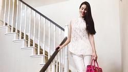 Hoa hậu Phạm Hương bị phát giác photoshop 'sống ảo' đến méo cả tường lẫn cầu thang