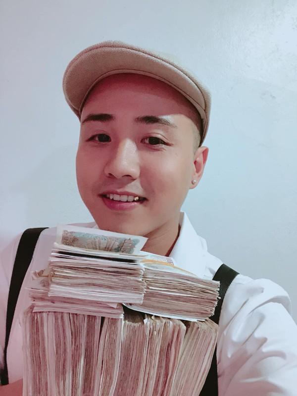 Bi hài thanh niên lầy lội mang 200 triệu toàn tờ 2000 đồng đến ngân hàng gửi tiết kiệm-5