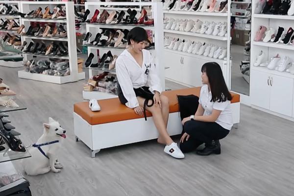 Đã nghèo mà còn học làm sang, Diệu Nhi đi mua giày hiệu trong khi chỉ có 12 nghìn trong túi-3