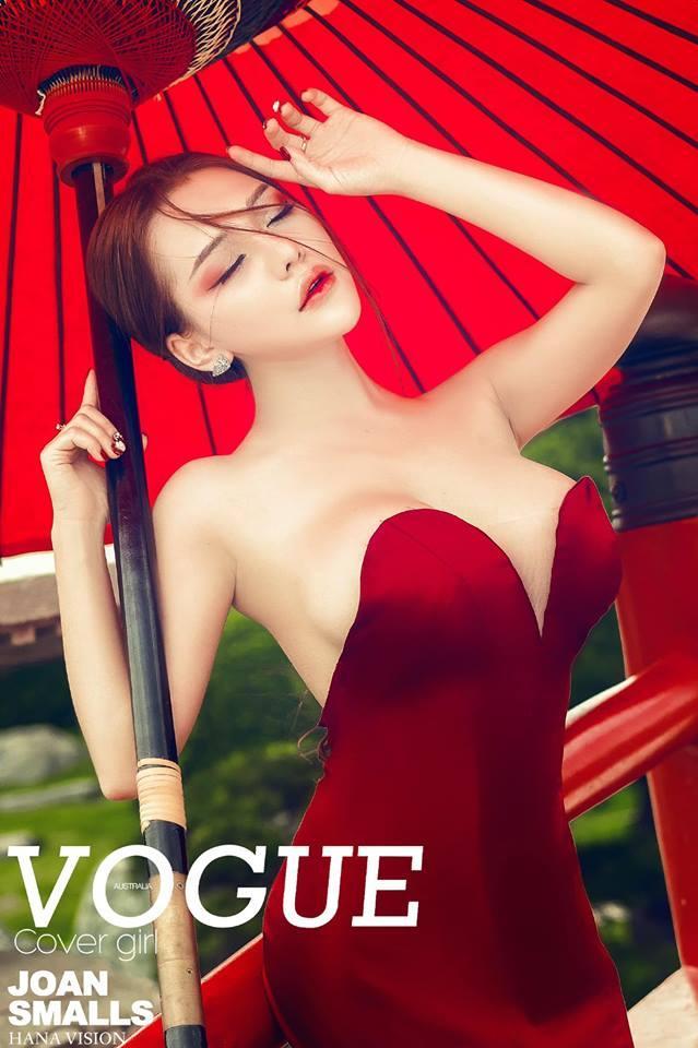 Ăn mặc trễ nải khi livestream, hot girl Mon 2K lộ nguyên vòng 1 như vựa hoa quả trên sóng trực tiếp-3