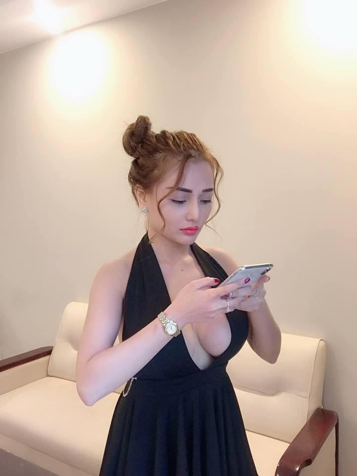 Ăn mặc trễ nải khi livestream, hot girl Mon 2K lộ nguyên vòng 1 như vựa hoa quả trên sóng trực tiếp-6