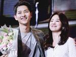 Dân mạng nháo nhào khi thấy Song Joong Ki chụp ảnh cùng cô gái che mặt bằng trái tim nhưng không phải Song Hye Kyo-6