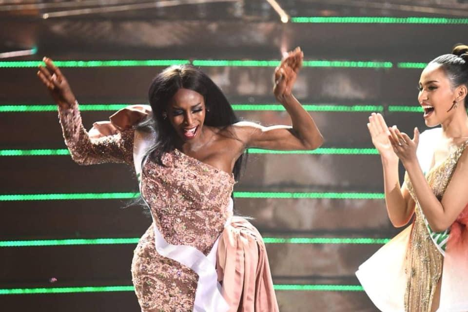 Đăng quang Hoa hậu Chuyển giới 2019, người đẹp Mỹ nhảy như vịt đập cánh khiến Hương Giang cũng phải ngỡ ngàng-1