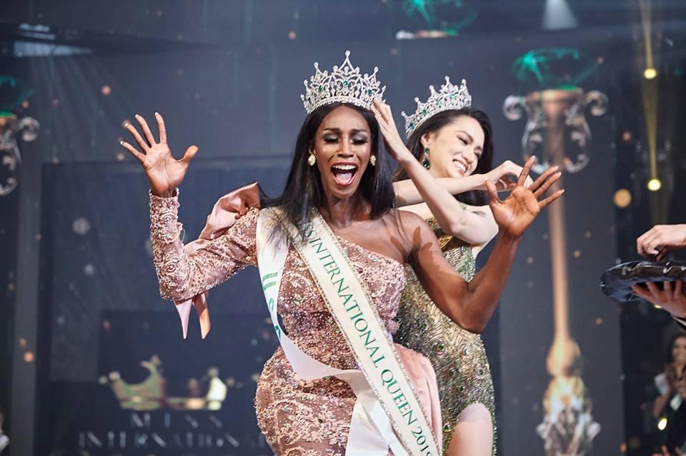 Đăng quang Hoa hậu Chuyển giới 2019, người đẹp Mỹ nhảy như vịt đập cánh khiến Hương Giang cũng phải ngỡ ngàng-4