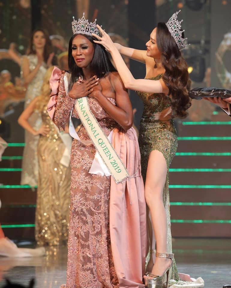 Đăng quang Hoa hậu Chuyển giới 2019, người đẹp Mỹ nhảy như vịt đập cánh khiến Hương Giang cũng phải ngỡ ngàng-5