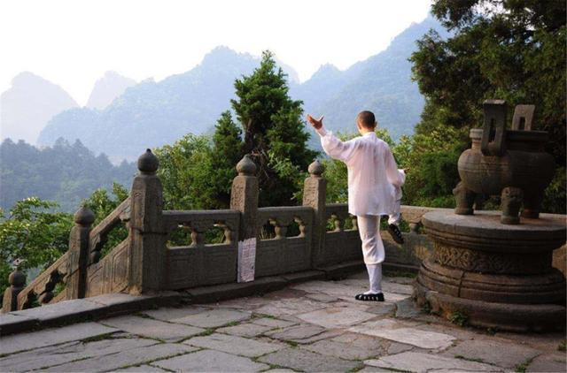 Ngọn núi kiếm tiền nhiều nhất Trung Quốc, vé gần 1 triệu du khách vẫn không chê đắt-1