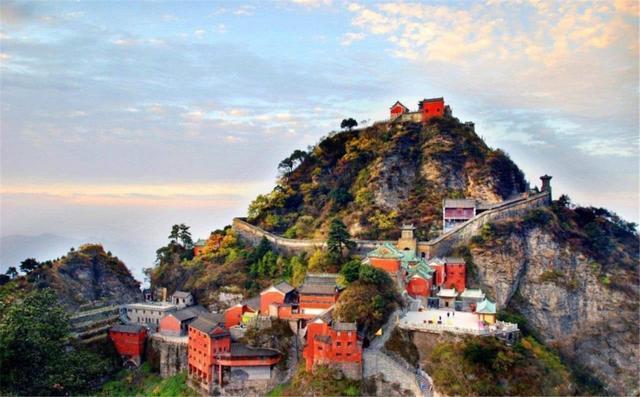 Ngọn núi kiếm tiền nhiều nhất Trung Quốc, vé gần 1 triệu du khách vẫn không chê đắt-2