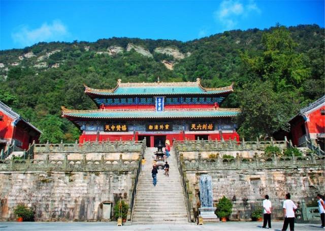 Ngọn núi kiếm tiền nhiều nhất Trung Quốc, vé gần 1 triệu du khách vẫn không chê đắt-3