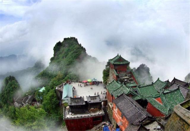 Ngọn núi kiếm tiền nhiều nhất Trung Quốc, vé gần 1 triệu du khách vẫn không chê đắt-4