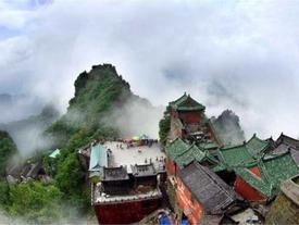 Ngọn núi 'kiếm tiền' nhiều nhất Trung Quốc, vé gần 1 triệu du khách vẫn không chê đắt