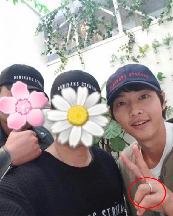 Cuối cùng, Song Joong Ki cũng chịu đeo nhẫn cưới khiến người hâm mộ ấm lòng-3