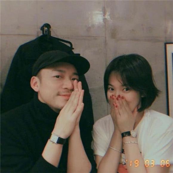 Cuối cùng, Song Joong Ki cũng chịu đeo nhẫn cưới khiến người hâm mộ ấm lòng-5