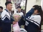Màn bày tỏ tình cảm hoành tráng nhất ngày 8/3: Nam sinh dắt 500 anh em đi tỏ tình và cái kết...