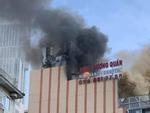 Cháy quán karaoke lớn nhất TP Vinh, nữ nhân viên chết ở nhà vệ sinh-8