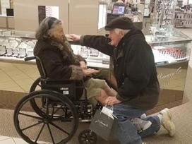 Cụ ông 84 tuổi cầu hôn lại vợ sau 63 năm chung sống