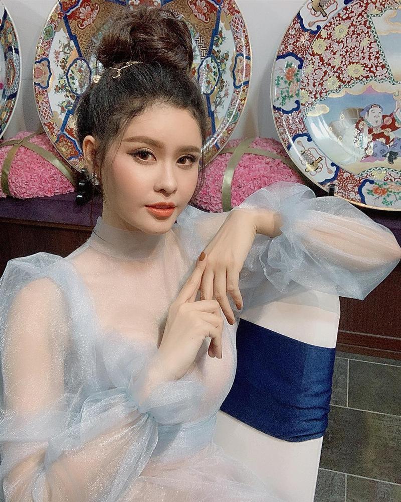 Không hổ Nữ hoàng nội y, Ngọc Trinh diện bikini uốn éo khiến dân mạng khó rời mắt-11