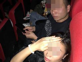 Bắt quả tang chồng dẫn bồ nhí đi xem phim, vợ 'chết điếng' chỉ vì 1 câu nói của cả bồ nhí và mẹ chồng