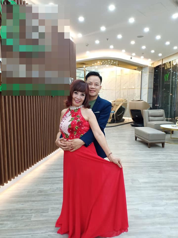 Mặc váy hoa diêm dúa nhìn rõ nội y, cô dâu 62 tuổi khiến người xem lắc đầu thời trang phang tuổi tác cũng cần mức độ-2