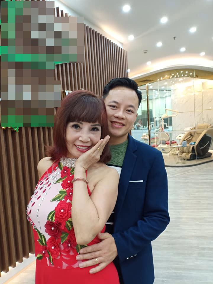 Mặc váy hoa diêm dúa nhìn rõ nội y, cô dâu 62 tuổi khiến người xem lắc đầu thời trang phang tuổi tác cũng cần mức độ-3