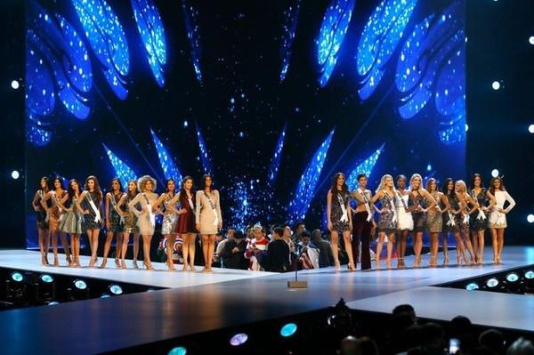 Hé lộ sân khấu đầu tiên của PRODUCE X 101, trông không khác gì… Miss Universe 2018!-4