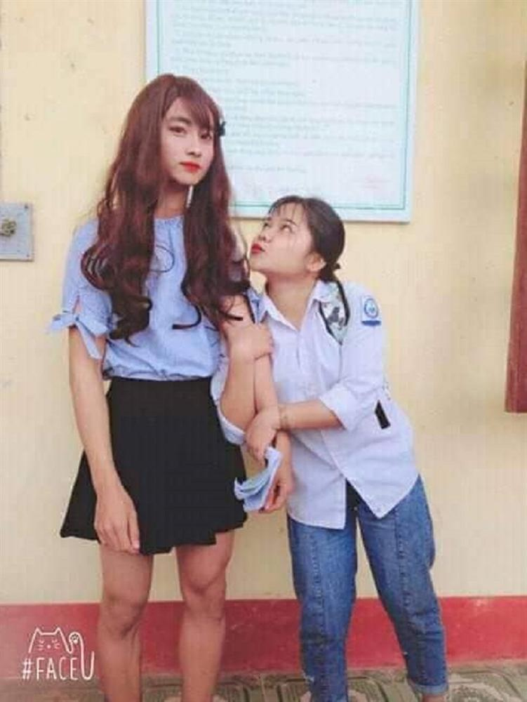 Thật giả lẫn lộn: Nam sinh Thái Nguyên khiến người xem lú lẫn không biết là nam hay nữ khi trang điểm, mặc váy-4