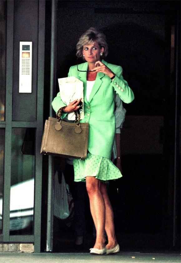 Tiết lộ mới gây sốc: Công nương Diana từng giấu người tình trong chăn để đưa vào cung điện-3