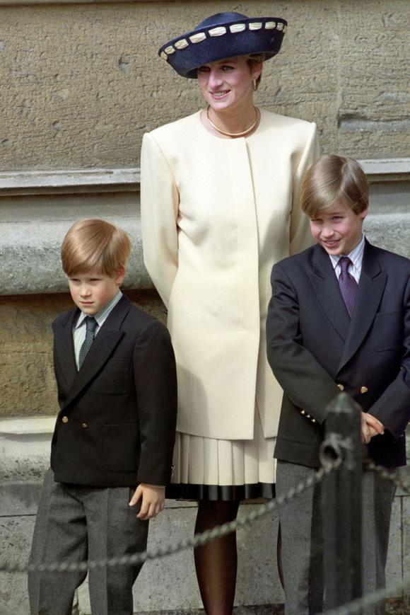 Tiết lộ mới gây sốc: Công nương Diana từng giấu người tình trong chăn để đưa vào cung điện-4