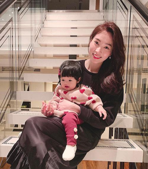3 cặp mẹ đẹp - con xinh sành điệu của showbiz Việt-1