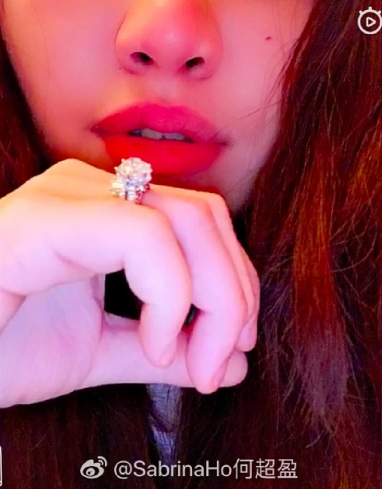 Chàng rể Harvard cầu hôn tiểu thư con ông trùm sòng bạc Macau: Nhẫn kim cương 4 carat nhìn lóa mắt-4