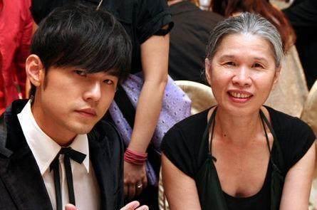 Chiêm ngưỡng nhan sắc mẫu thân dàn mỹ nam Hoa ngữ: Sành điệu cá tính, trẻ ngang chị gái-1