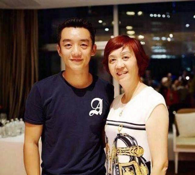 Chiêm ngưỡng nhan sắc mẫu thân dàn mỹ nam Hoa ngữ: Sành điệu cá tính, trẻ ngang chị gái-15