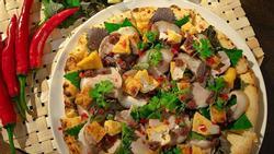 Kỳ lạ với món 'Pizza bún đậu mắm tôm'