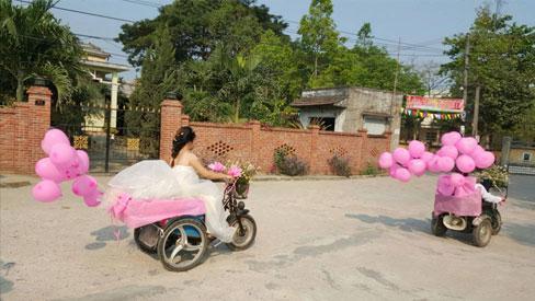 Đám cưới có 1 không 2: Cô dâu chú rể bước vào, cả hôn trường nức nở-4