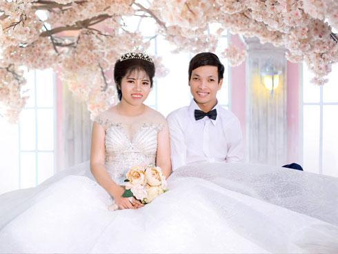 Đám cưới có 1 không 2: Cô dâu chú rể bước vào, cả hôn trường nức nở-2