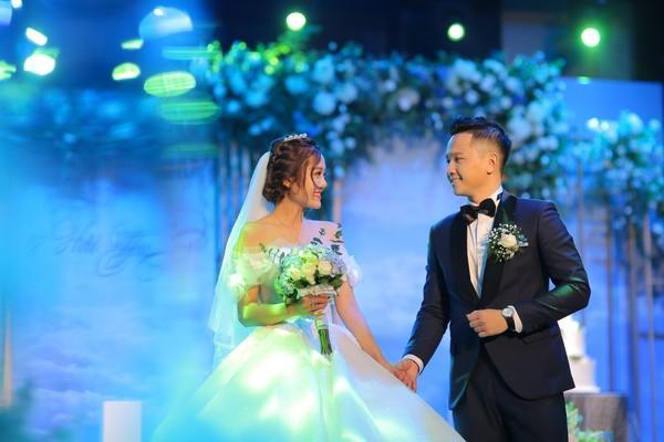 Dàn biên tập viên VTV3 cùng hội tụ chúc mừng đám cưới ngọt lịm của chàng MC 'Cà phê Sáng'-1