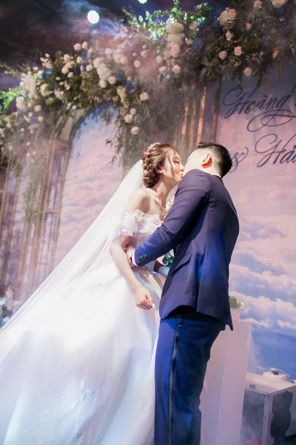 Dàn biên tập viên VTV3 cùng hội tụ chúc mừng đám cưới ngọt lịm của chàng MC 'Cà phê Sáng'-5