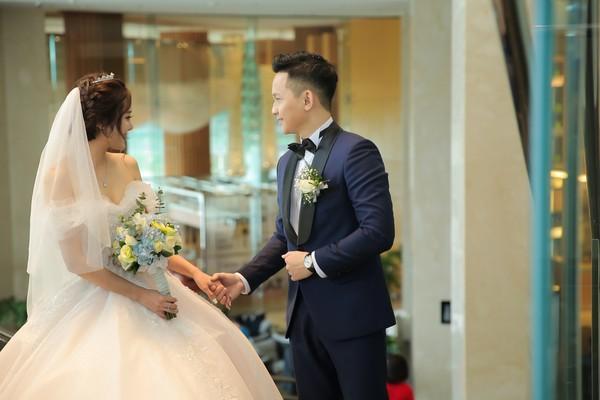 Dàn biên tập viên VTV3 cùng hội tụ chúc mừng đám cưới ngọt lịm của chàng MC 'Cà phê Sáng'-8