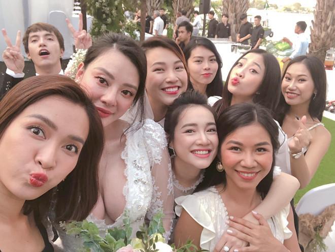 Nhã Phương, Hoàng Oanh và Ái Phương gây chú ý trong lễ cưới bạn thân-1