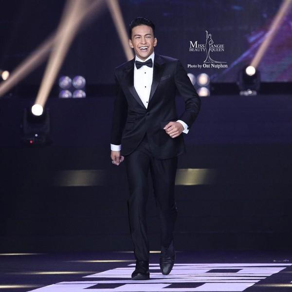Danh tính không phải dạng vừa của nam chính 6 múi trong MV Em đã thấy anh cùng người ấy made by Hương Giang Idol-9
