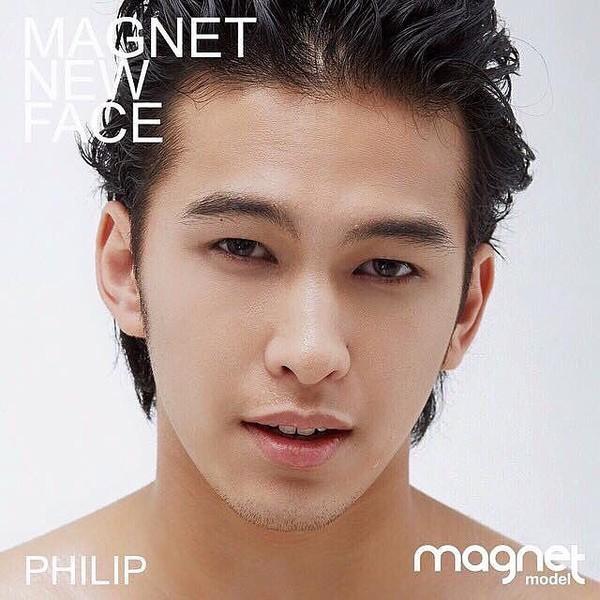 Danh tính không phải dạng vừa của nam chính 6 múi trong MV Em đã thấy anh cùng người ấy made by Hương Giang Idol-10