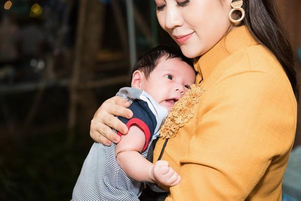 Con trai vừa tròn một tháng tuổi, Thanh Thúy thực hiện clip hành trình làm mẹ ai xem cũng rớm lệ-1