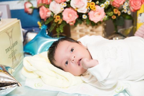 Con trai vừa tròn một tháng tuổi, Thanh Thúy thực hiện clip hành trình làm mẹ ai xem cũng rớm lệ-3