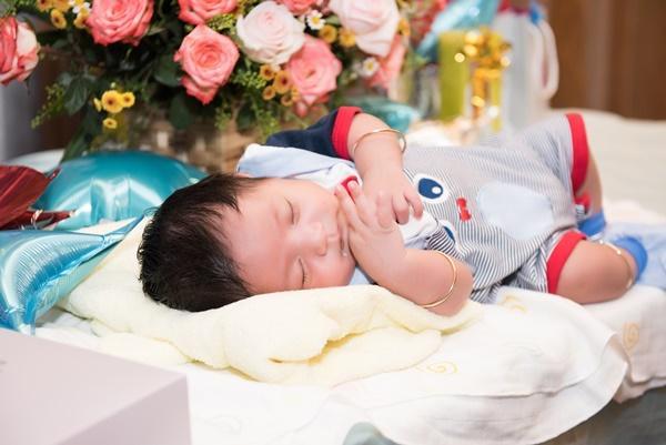 Con trai vừa tròn một tháng tuổi, Thanh Thúy thực hiện clip hành trình làm mẹ ai xem cũng rớm lệ-5