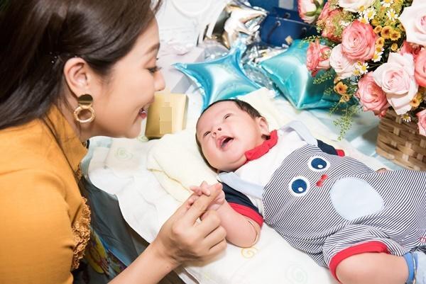 Con trai vừa tròn một tháng tuổi, Thanh Thúy thực hiện clip hành trình làm mẹ ai xem cũng rớm lệ-6